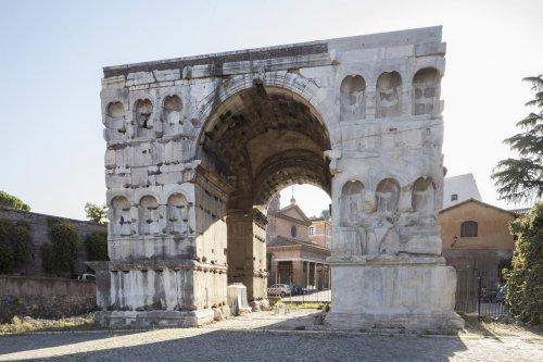 Arco de Jano. Construído no século 4 d.C. - 16 metros de altura