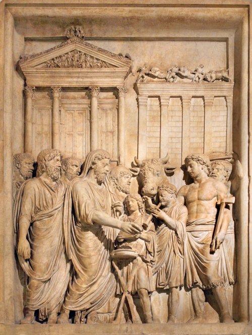 Essa imagem, que fazia parte do Arco do Triunfo de Marco Aurélio, mostra o antigo Templo de Júpiter, que hoje não existe mais. Museu Capitolino.