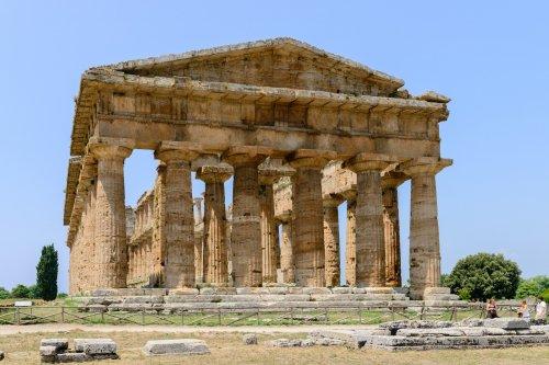 Templo grego em Paestum, um típico exemplo dos limites da arquitetura grega.
