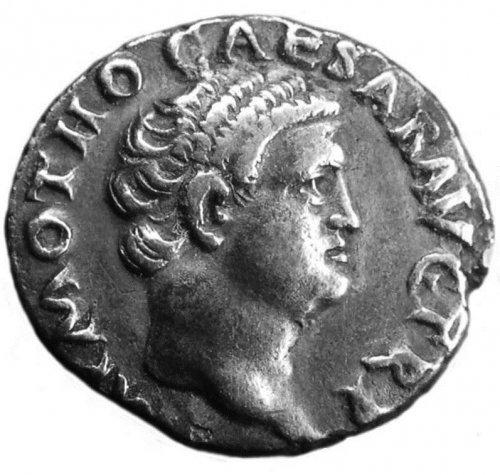 Moeda de prata do imperador Óton, mostrando sua famosa peruca.
