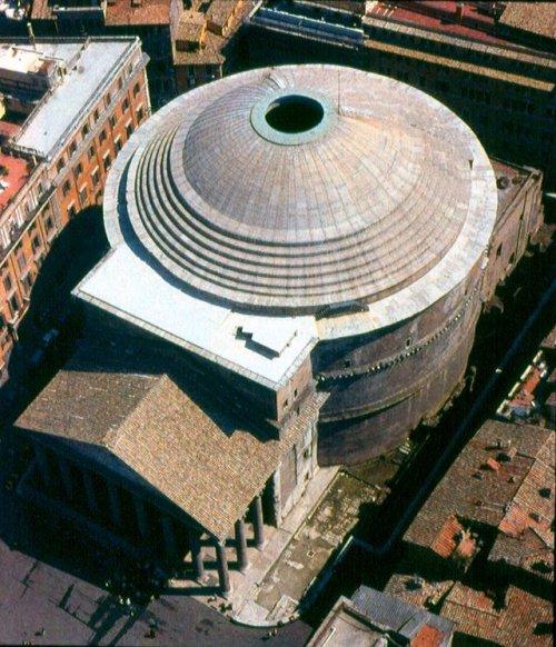 A grande cúpula do Panteão só foi possível graças as inovações arquitetônicas romanas.