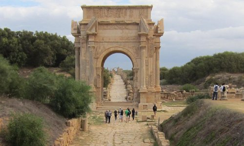 Arco de Sétimo Severo. Construído em 203 d.C. - 23 metros de altura