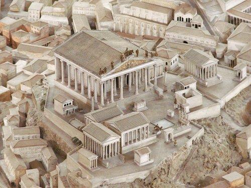 O templo de Júpiter na época do imperador Constantino (século 4 d.C.) segundo maquete do Museu da Civilização Romana.