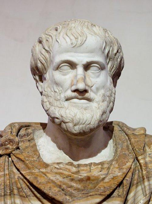 Busto de Aristóteles. Cópia de mármore romana de um original grego em bronze feito por Lisipos em 330 a.C. A manta de alabastro é uma adição moderna. Museu Nacional Romano do Palazzo Altemps. Via Wikimedia Commons.
