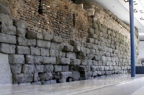 As ruínas do que era a base do templo de Júpiter podem ser vistas dentro do Museu Capitolino, no local onde o templo foi construído.