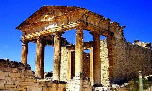 Capitólio de Dougga, uma colônio romana na Tunísia.