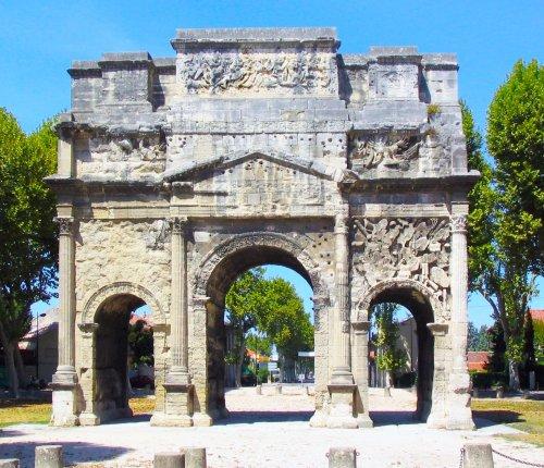 Arco de Orange. Construído em século 1 d.C. - 19 metros de altura