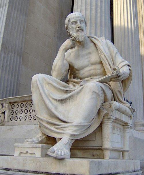 O parlamento austríaco conta com várias estátuas modernas representando figuras da antiguidade. Essa é uma representação do historiador Heródoto. É uma visão idealizada, já que não há representações feitas no período em que ele viveu.