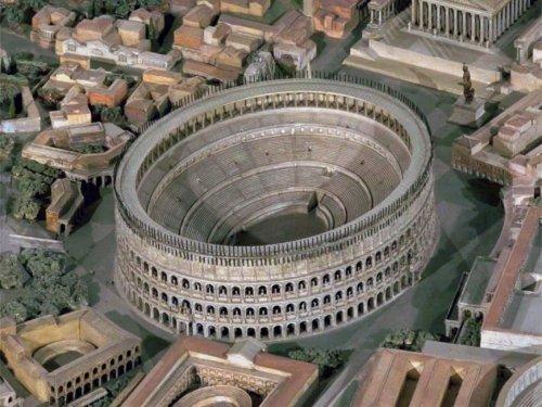 A reconstrução do Coliseu na maquete do Museu da Civilização Romana, Roma.