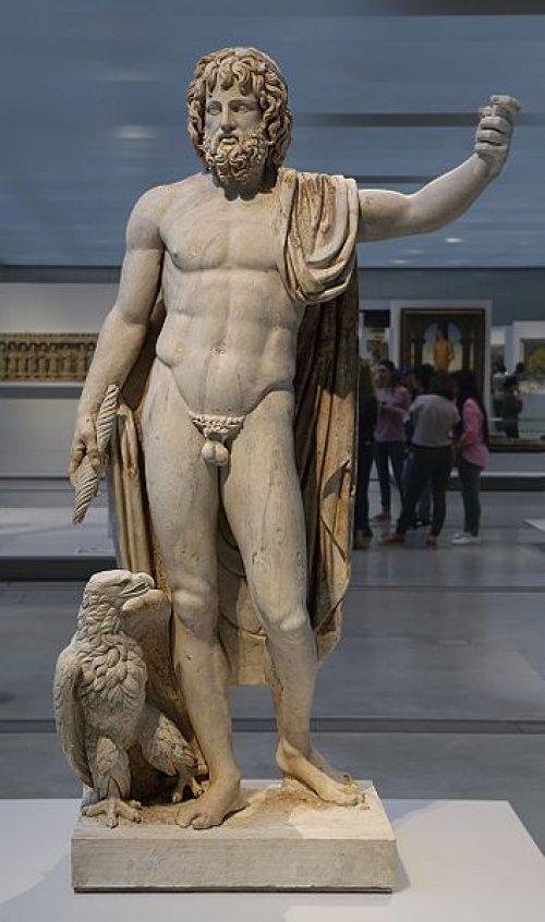Estátua de mármore representando o deus Júpiter. 150 d.C. Museu do Louvre. Via Wikimedia Commons.