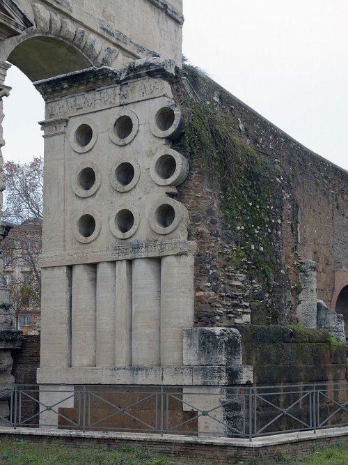 Tumba do padeiro Eurísace em Roma.
