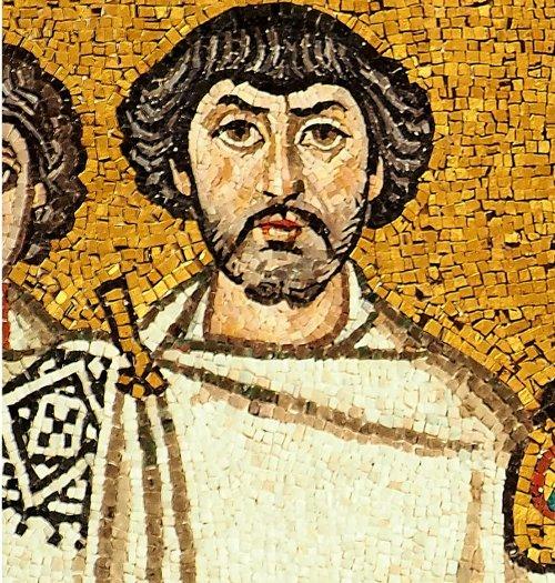 Alguns estudiosos acreditam que essa figura de barba, ao lado do imperador Justiniano no mosaico de Ravena, possa ser o general Belisário. Não há como comprovar essa afirmação, mesmo assim a imagem continua a ser usada para representar esse general.