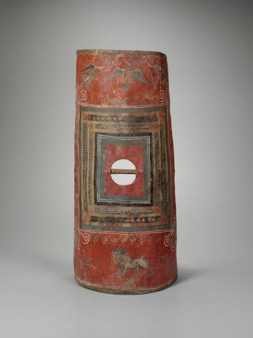 Esse é um dos poucos escudos romanos que sobreviveram, é conhecido como escudo de Dura Europos. Museu de arte da Yale University. Século 3 d.C.