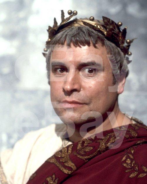O imperador Augusto foi interpretado pelo ator Brian Blessed na série Eu, Cláudio.