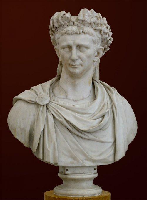 Busto do Imperador Cláudio (r. 41-54) no Museu de Nápoles. Foi durante o seu reinado que a Grã-Bretanha se tornou uma província do Império Romano.