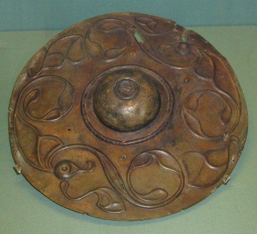 Escudo Wandsworth. Uma peça de bronze produzida por volta do século 2 a.C. Atualmente no Museu Britânico. Via Wikimedia Commons.