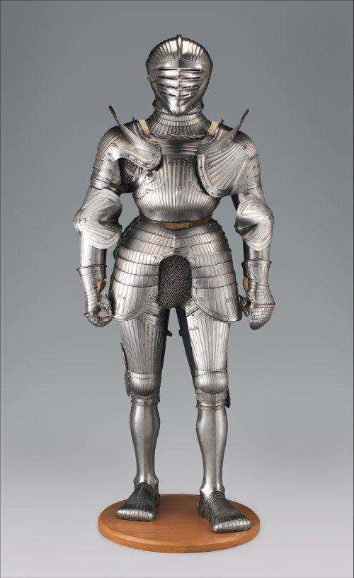 Armadura do estilo Maximiliano de cerca de 1535. MET. N°  38.128.2
