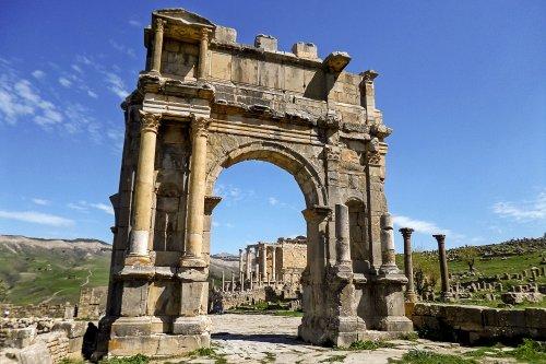 Arco de Caracala. Construído em 216 d.C. - 12,5 metros de altura