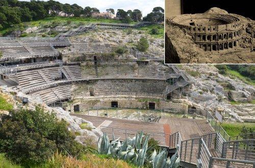 Anfiteatro romano de Cagliari, Itália. No detalhe, uma reconstrução da sua forma original.