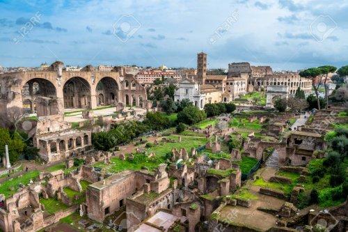 As ruínas do fórum romano.