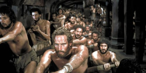 Cena do filme Ben-Hur, onde são retratadas as galés romanas do período Imperial.