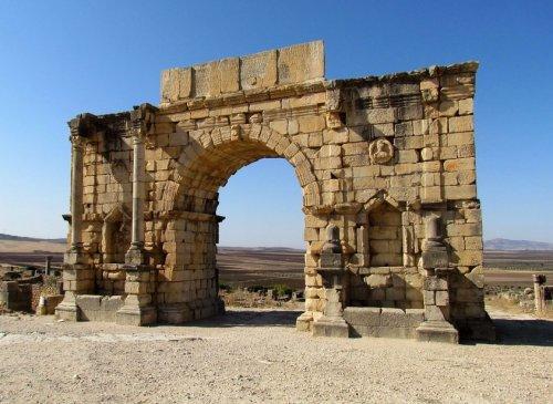 Arco de Caracala em Volubilis. Construído em 216-217 d.C. - 9,2 metros de altura