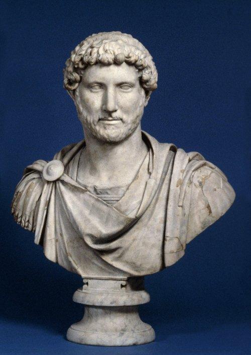 Busto do Imperador Adriano (r. 117-138) no Museu Britânico. 83 cm de altura. Cerca de 125-130. N° 1805,0703.95