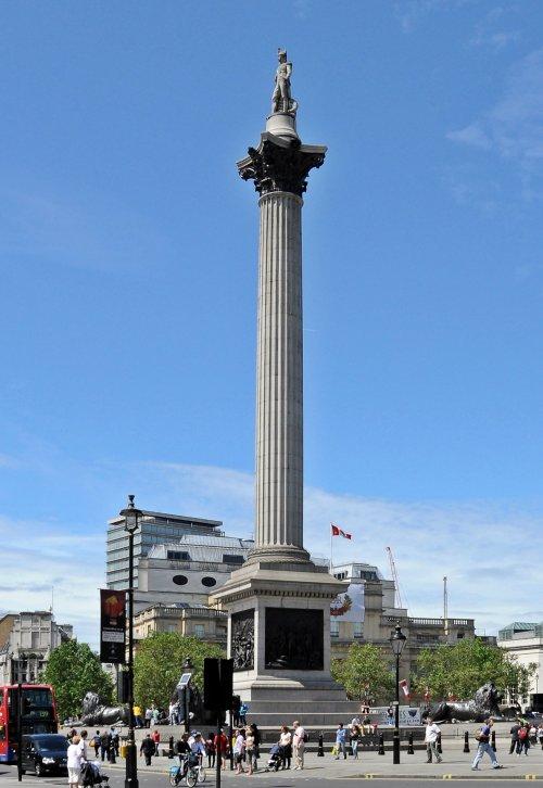 A coluna de Horácio Nelson em Londres é em comemoração a vitória inglesa na Batalha de Trafalgar em 1805, contra a marinha de Napoleão Bonaparte.