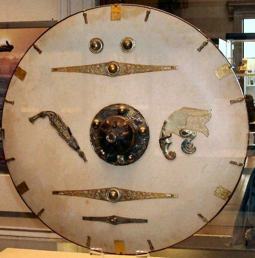 Escudo da necrópole de Sutton Hoo. Século 6 e 7. Museu Britânico.