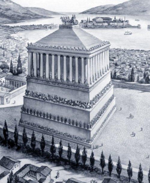 Essa imagem é uma reconstituição moderna da provável aparência do Mausoleu de Halicanarsso. Essa construção não existe mais, os únicos vestígios que possuímos são relatos de observadores da época e algumas estátuas que decoravam a construção.