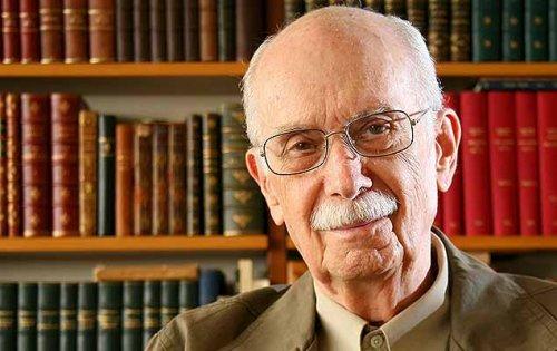 Antonio Candido (1918-2017) foi um famoso sociólogo, crítico literário e ensaísta.
