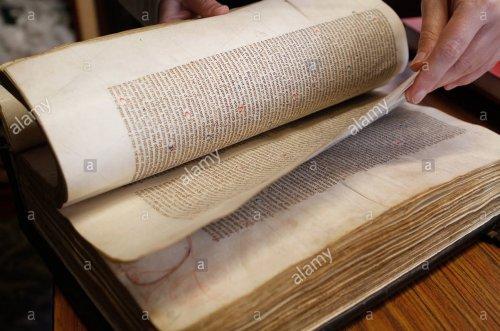 Livros medievais em exposição no Museu de Mallorca.