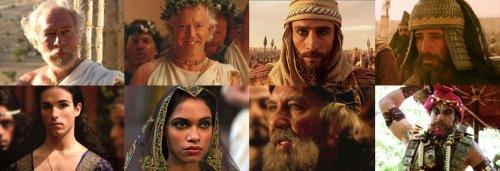 Outros personagens do filme<br/>Em cima: Aristóteles, Atálo, Dario (Grande Rei Persa), Bessos.<br/>Embaixo: Bagoas, Roxana, Oxiartes (pai de Roxana) e Poros (rei indiano).